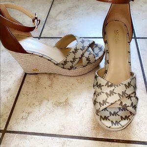 Very good warm and 100% original shoe,